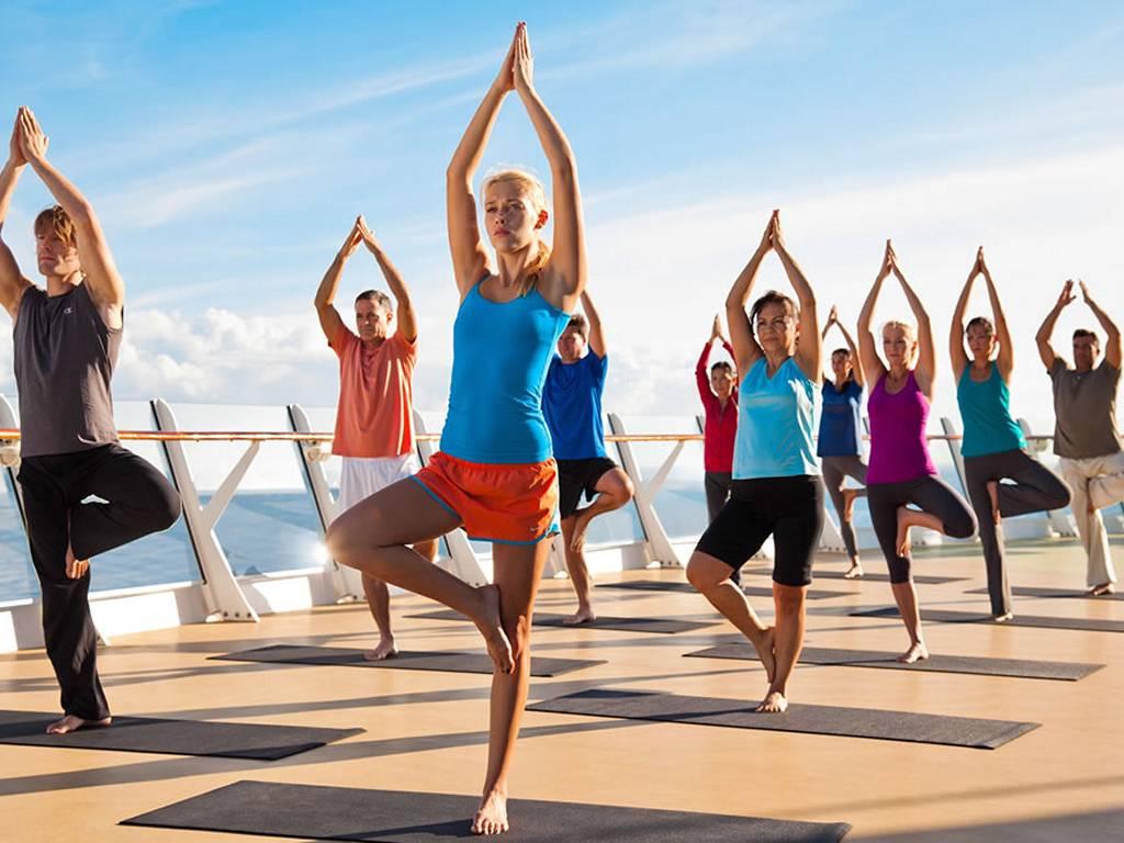 Yoga auf Sonnendeck