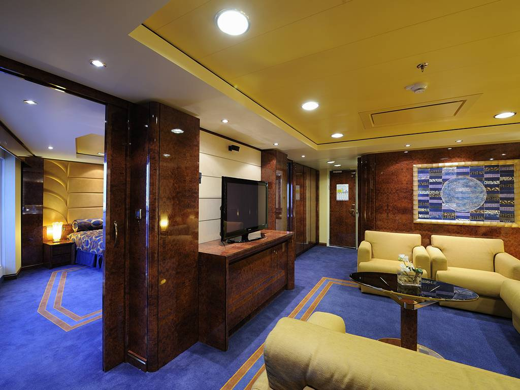 Yacht Club Executive Family Suite